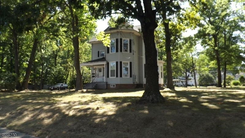 独户住宅 为 出租 在 1017 South Ave W 韦斯特菲尔德, 新泽西州 07090 美国