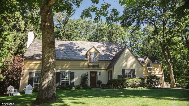 独户住宅 为 销售 在 22 Hillbury Road Essex Fells, 07021 美国