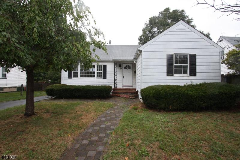 Casa Unifamiliar por un Venta en 79 Baker Avenue Dover, Nueva Jersey 07801 Estados Unidos