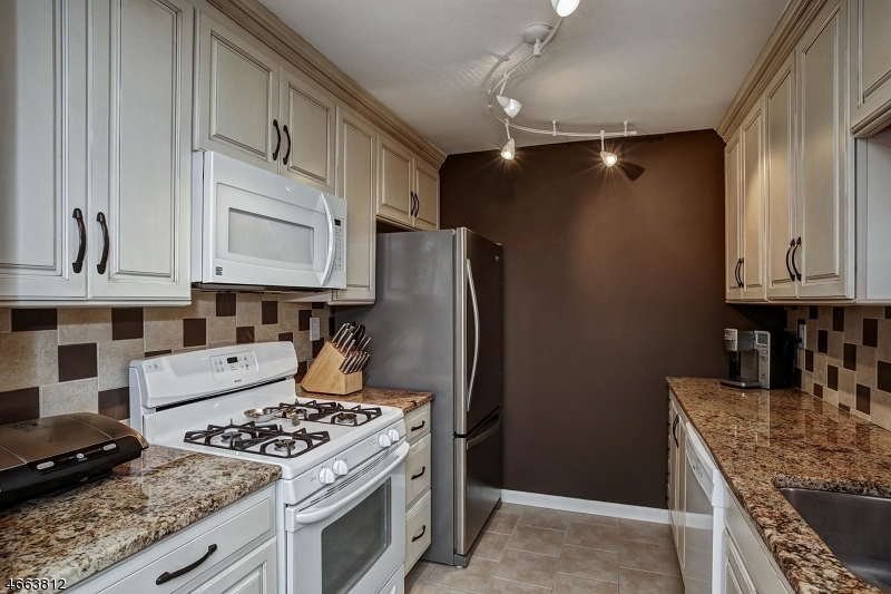 Additional photo for property listing at 514 STRATFORD Place  Bridgewater, New Jersey 08807 United States