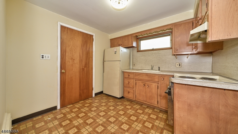Additional photo for property listing at 338 Redcliffe Street  Elizabeth, Нью-Джерси 07206 Соединенные Штаты