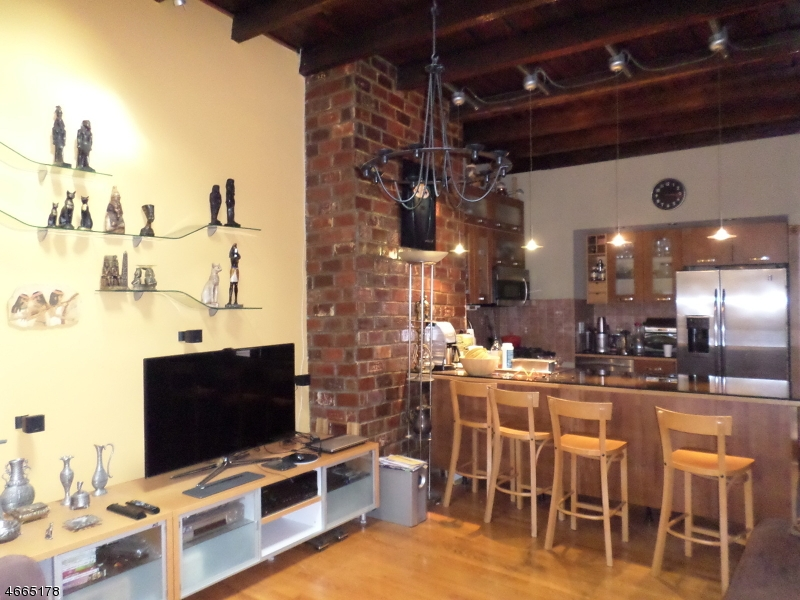 Additional photo for property listing at 184 New York Avenue  Jersey City, New Jersey 07307 United States