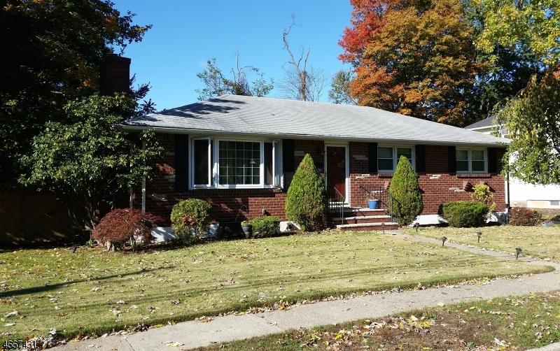 Maison unifamiliale pour l Vente à 736 Ramapo Avenue Pompton Lakes, New Jersey 07442 États-Unis
