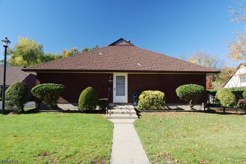 独户住宅 为 销售 在 30-4 TAMARON Drive Waldwick, 07463 美国