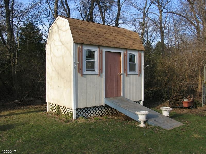Additional photo for property listing at 75 Jackson Avenue  Pompton Plains, New Jersey 07444 United States