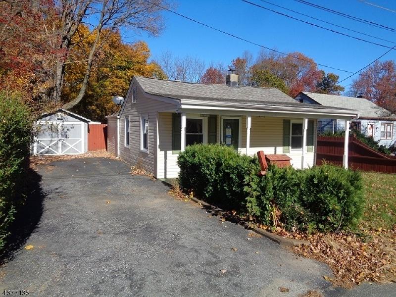 Maison unifamiliale pour l Vente à 17 Railroad Avenue Kenvil, New Jersey 07847 États-Unis