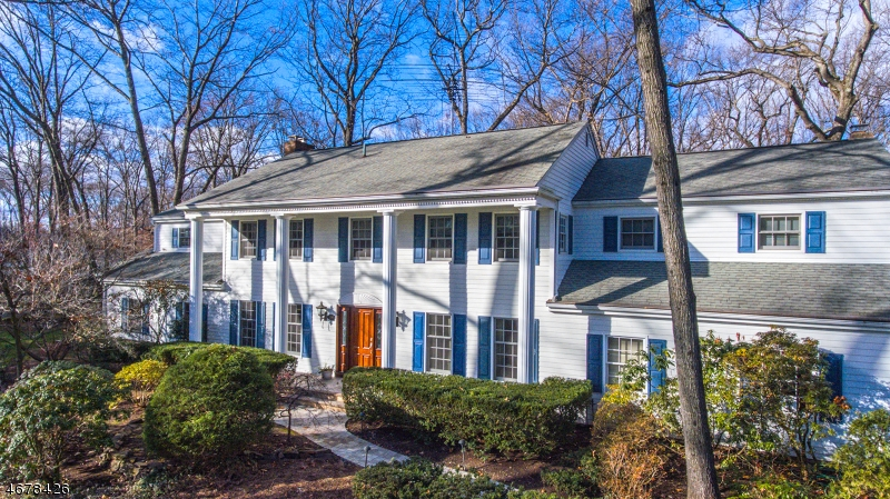 Maison unifamiliale pour l Vente à 406 Carriage Lane Wyckoff, New Jersey 07481 États-Unis