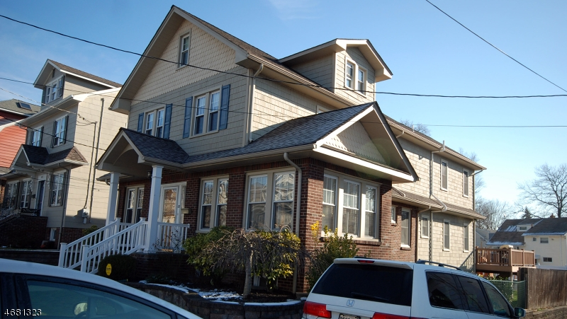 独户住宅 为 销售 在 82 Elm Place 纳特利, 07110 美国
