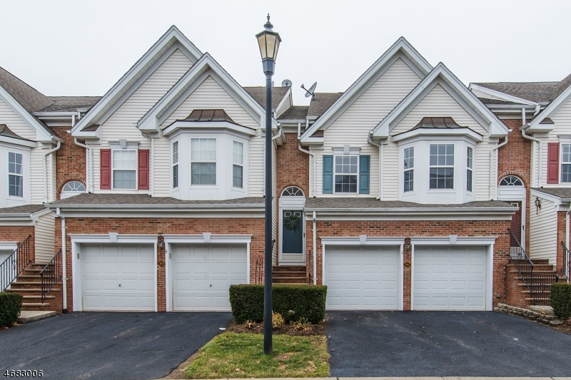 独户住宅 为 销售 在 302 Winthrop Drive 纳特利, 07110 美国