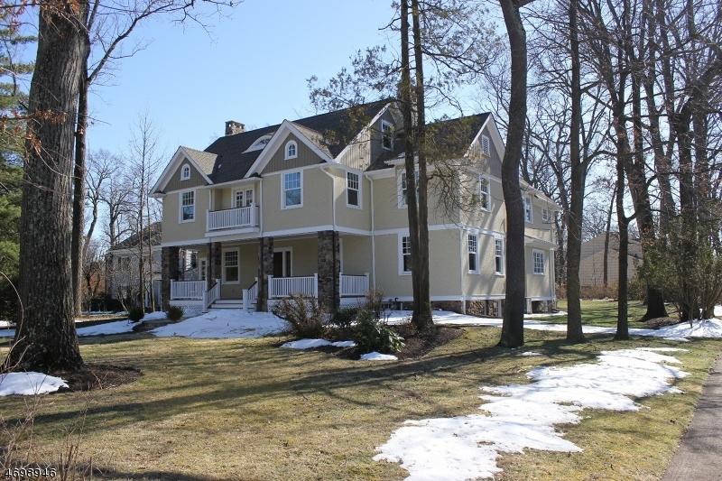独户住宅 为 销售 在 597 Highland Avenue 韦斯特菲尔德, 07090 美国