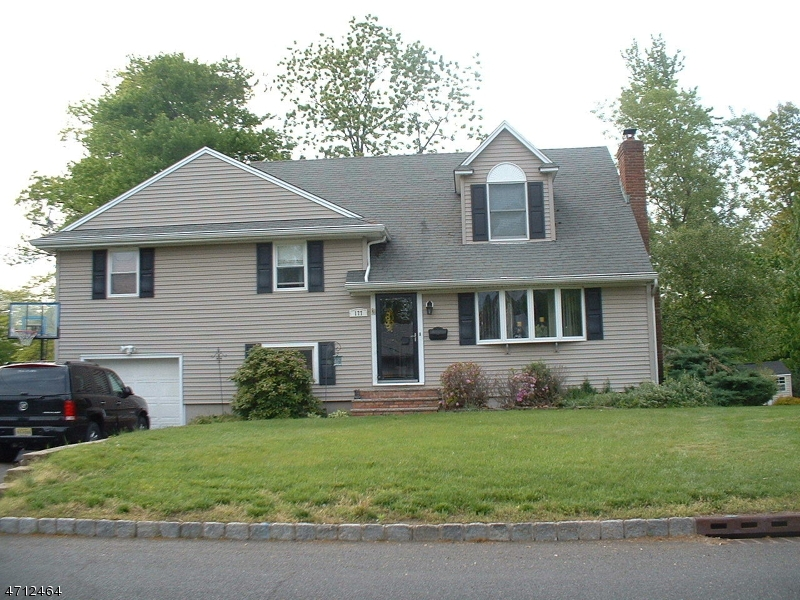 Maison unifamiliale pour l Vente à Address Not Available Fanwood, New Jersey 07023 États-Unis