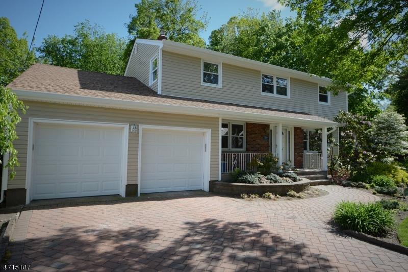 Частный односемейный дом для того Продажа на 38-04 GRANT ST 1X Fair Lawn, Нью-Джерси 07410 Соединенные Штаты