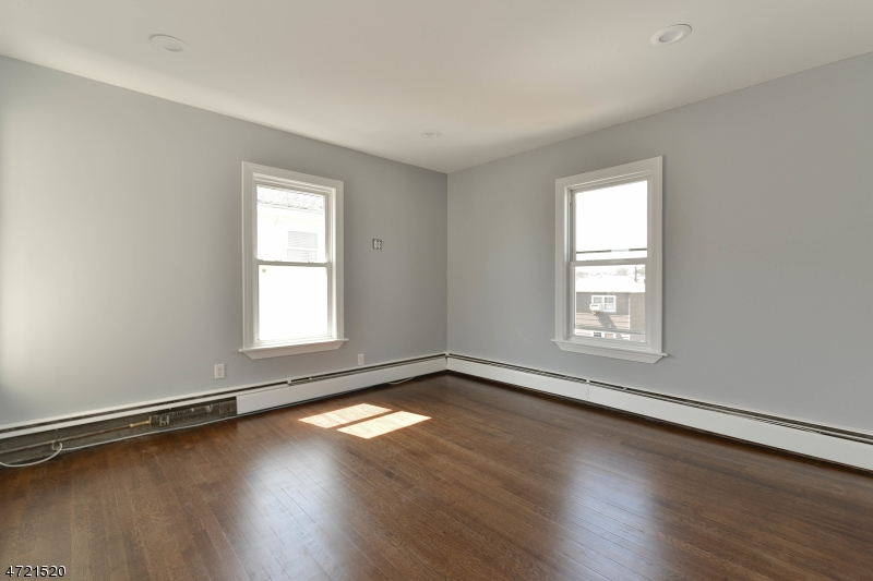 Additional photo for property listing at 487 Hickory Street  Kearny, New Jersey 07032 États-Unis