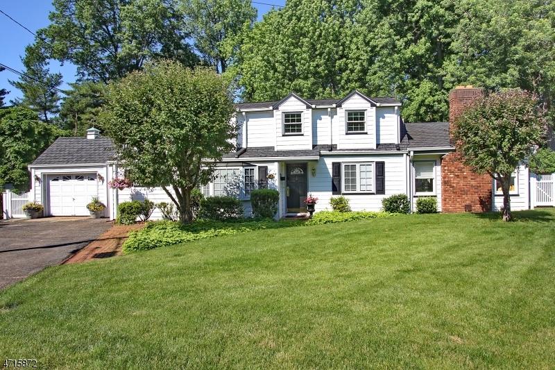 独户住宅 为 销售 在 16 Heathermeade Place 克兰弗德, 新泽西州 07016 美国