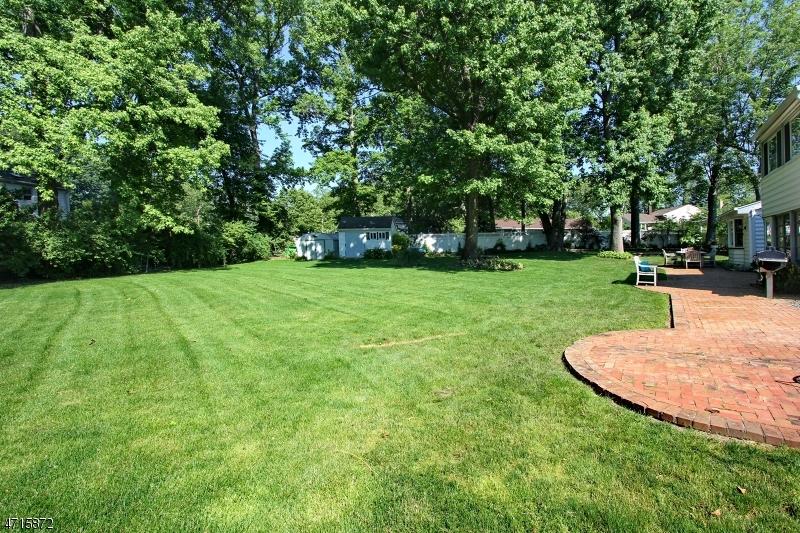 Частный односемейный дом для того Продажа на 16 Heathermeade Place Cranford, Нью-Джерси 07016 Соединенные Штаты