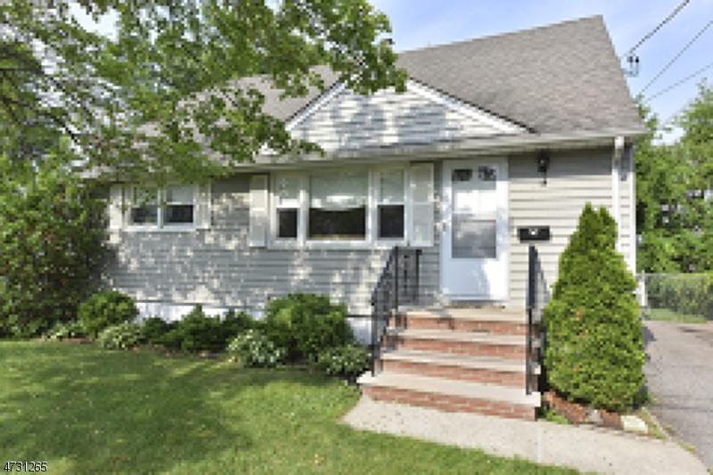Частный односемейный дом для того Аренда на 59 Parkway Little Falls, Нью-Джерси 07424 Соединенные Штаты