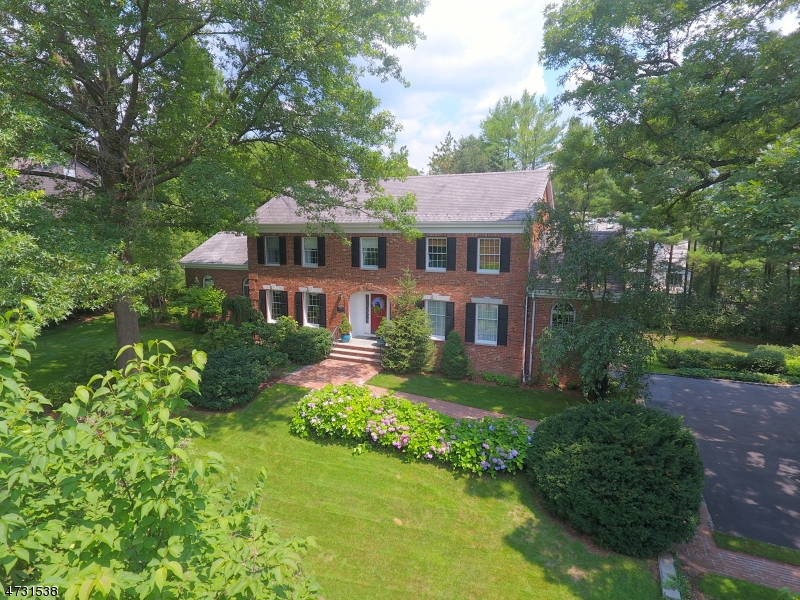 Single Family Home for Sale at 397 Stonycroft Road Ridgewood, 07450 United States