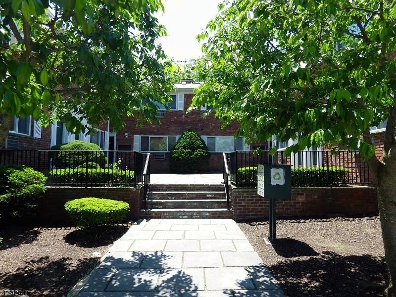 独户住宅 为 出租 在 104-5 N BEVERWYCK Road Lake Hiawatha, 新泽西州 07034 美国