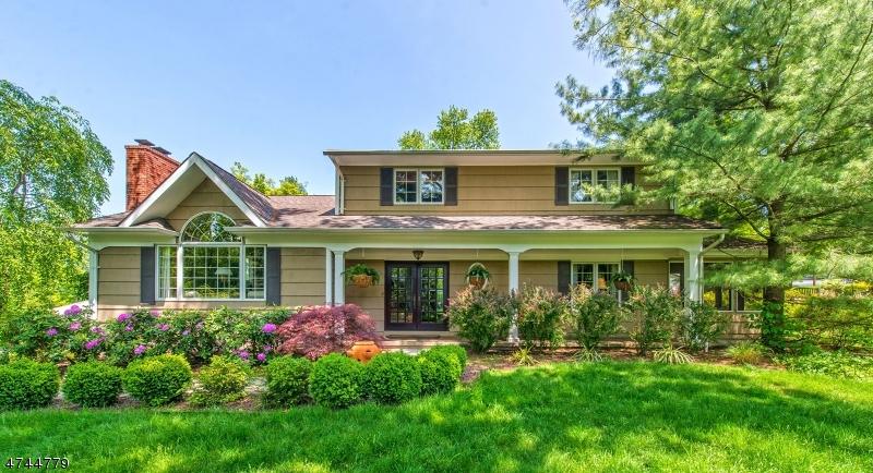 独户住宅 为 销售 在 106 Glenside Road 伯克利海茨, 新泽西州 07974 美国