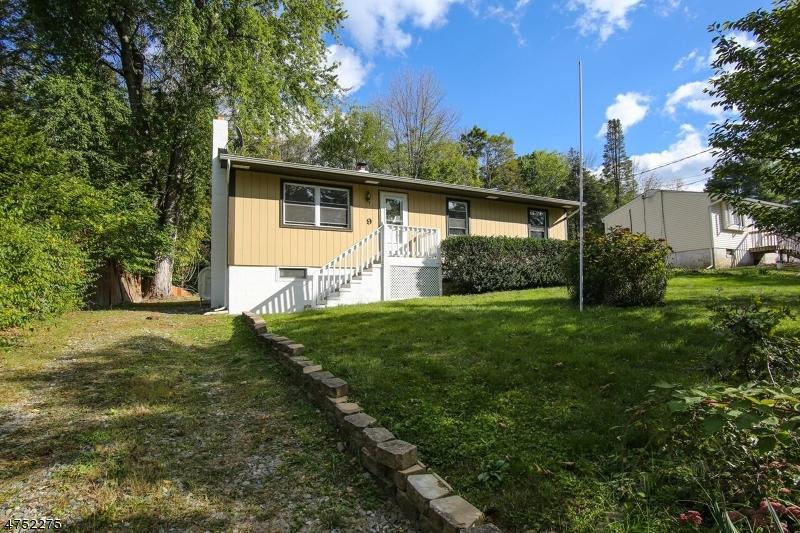 Einfamilienhaus für Verkauf beim 9 Irving Place 9 Irving Place Andover Township, New Jersey 07860 Vereinigte Staaten
