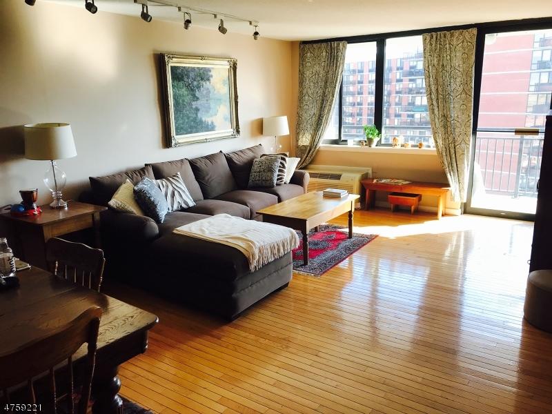 Частный односемейный дом для того Продажа на 551 OBSERVER HWY Hoboken, Нью-Джерси 07030 Соединенные Штаты