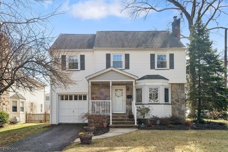 Enfamiljshus för Försäljning vid 119 Makatom Drive 119 Makatom Drive Cranford, New Jersey 07016 Usa
