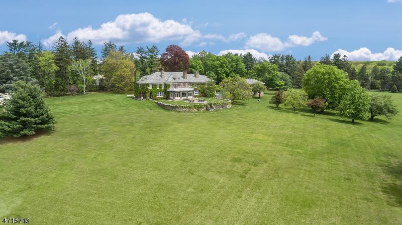 Частный односемейный дом для того Продажа на 31 Peachcroft Drive Bernardsville, Нью-Джерси 07924 Соединенные Штаты