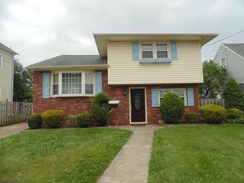Maison unifamiliale pour l Vente à 225 N 7TH Avenue Manville, New Jersey 08835 États-Unis