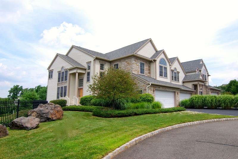 Condo / Casa geminada para Arrendamento às 16 SKYVIEW Drive North Haledon, Nova Jersey 07508 Estados Unidos