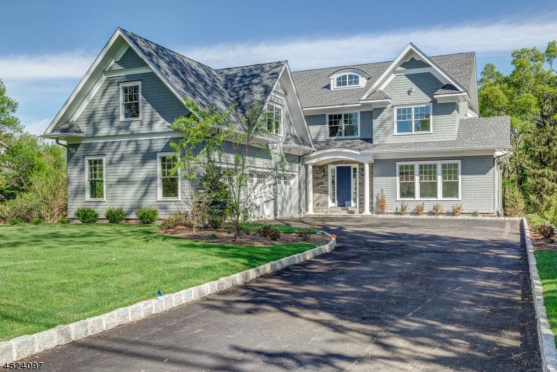 Single Family Home for Sale at 320 WHITE OAK RIDGE RD 320 WHITE OAK RIDGE RD Millburn, New Jersey 07078 United States