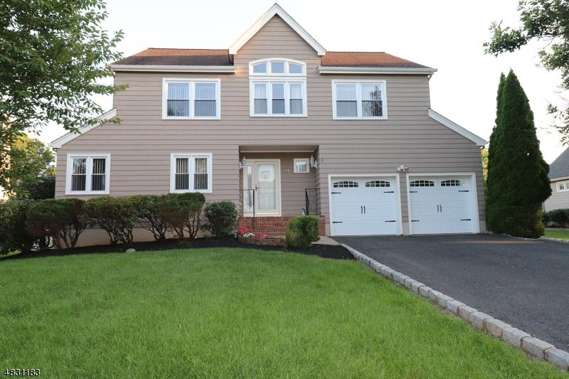 Частный односемейный дом для того Продажа на 11 WYCKOFF WAY Hillsborough, Нью-Джерси 08844 Соединенные Штаты