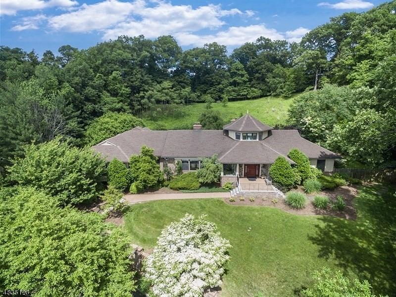 Enfamiljshus för Försäljning vid 31 AVON Drive Essex Fells, New Jersey 07021 Usa