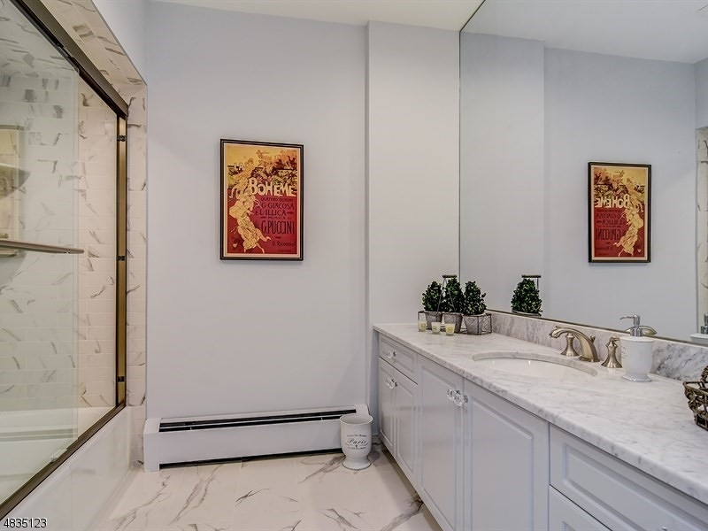 Additional photo for property listing at 31 AVON Drive  Essex Fells, 新泽西州 07021 美国