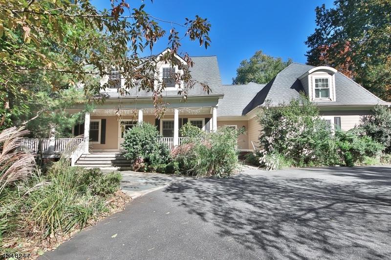 独户住宅 为 销售 在 322 RUNNYMEDE Road Essex Fells, 新泽西州 07021 美国