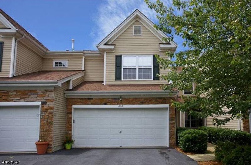 Condo / Townhouse pour l Vente à 232 RIDGE Drive Pompton Lakes, New Jersey 07442 États-Unis