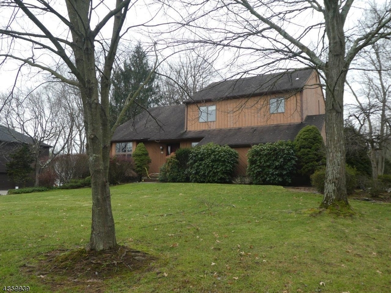 Single Family Home for Sale at 10 JENNI Lane Norwood, New Jersey 07648 United States