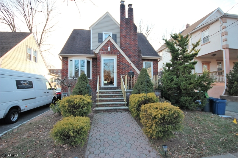Property für Verkauf beim 134 E PLEASANT Avenue Maywood, New Jersey 07607 Vereinigte Staaten