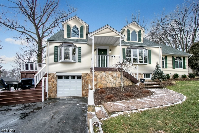 Single Family Home for Sale at 107 CENTRAL Avenue North Haledon, New Jersey 07508 United States