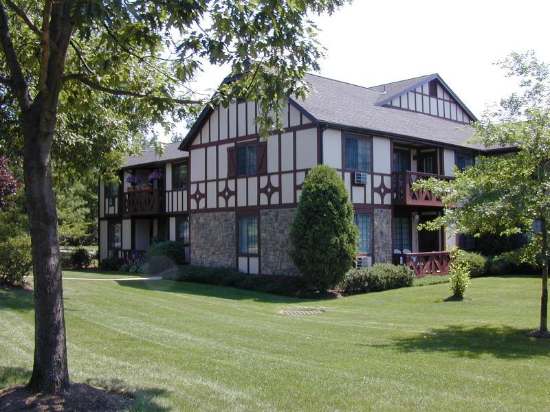 Кондо / дом для того Аренда на 23 CANTERBURY Road Chatham, Нью-Джерси 07928 Соединенные Штаты