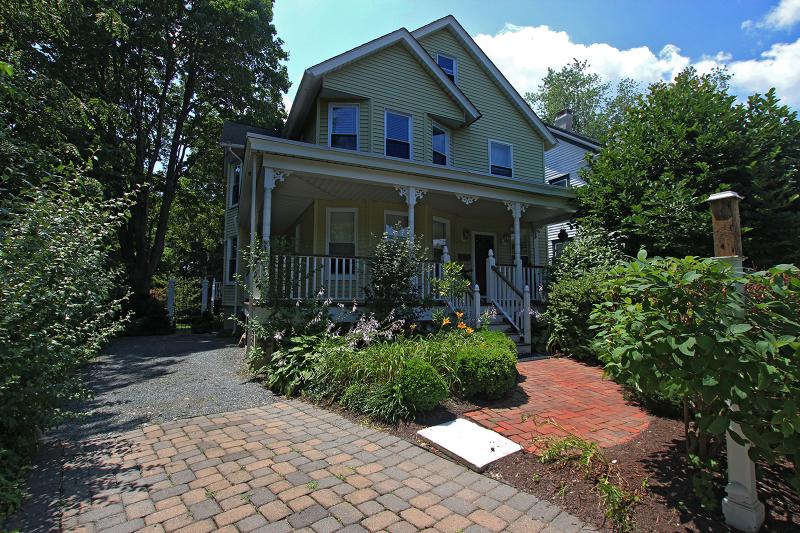 Vivienda unifamiliar por un Alquiler en 64 MAIN Street Hackettstown, Nueva Jersey 07840 Estados Unidos