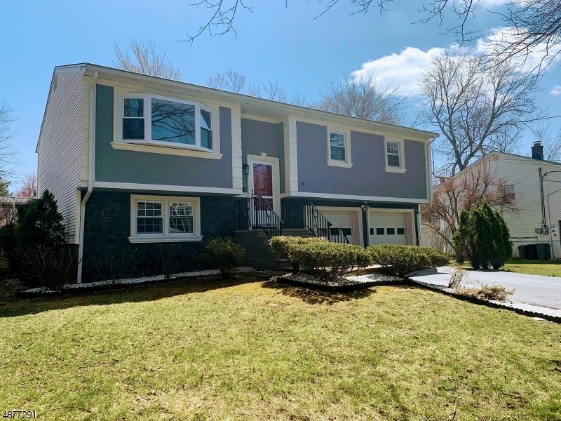 Maison unifamiliale pour l Vente à 34 2ND Avenue Roseland, New Jersey 07068 États-Unis