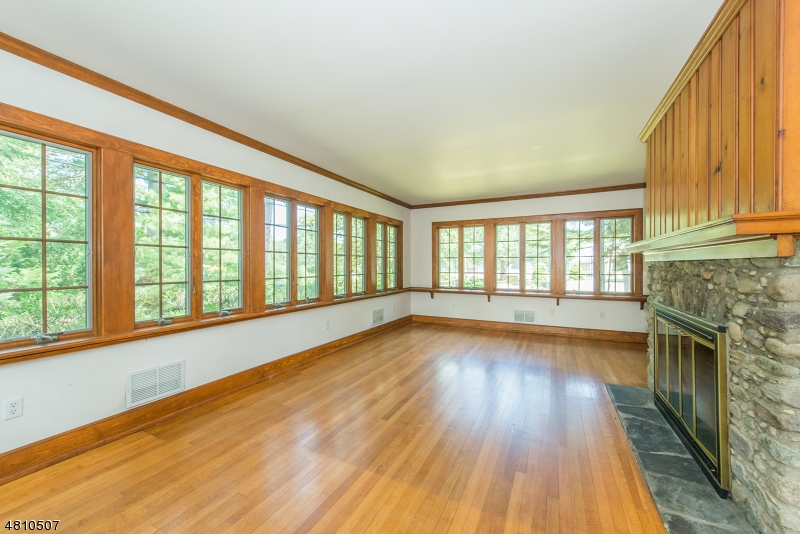 Additional photo for property listing at  West Milford, New Jersey 07421 Amerika Birleşik Devletleri