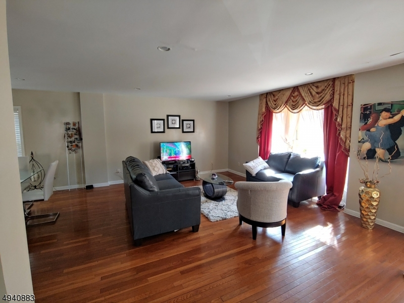 Multi-Family Homes vì Bán tại North Bergen, New Jersey 07047 Hoa Kỳ