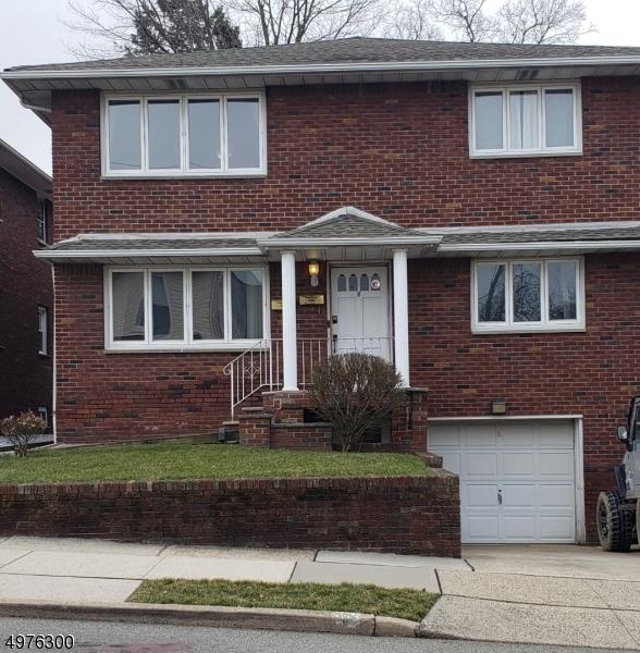 Multi-Family Homes для того Продажа на East Rutherford, Нью-Джерси 07073 Соединенные Штаты