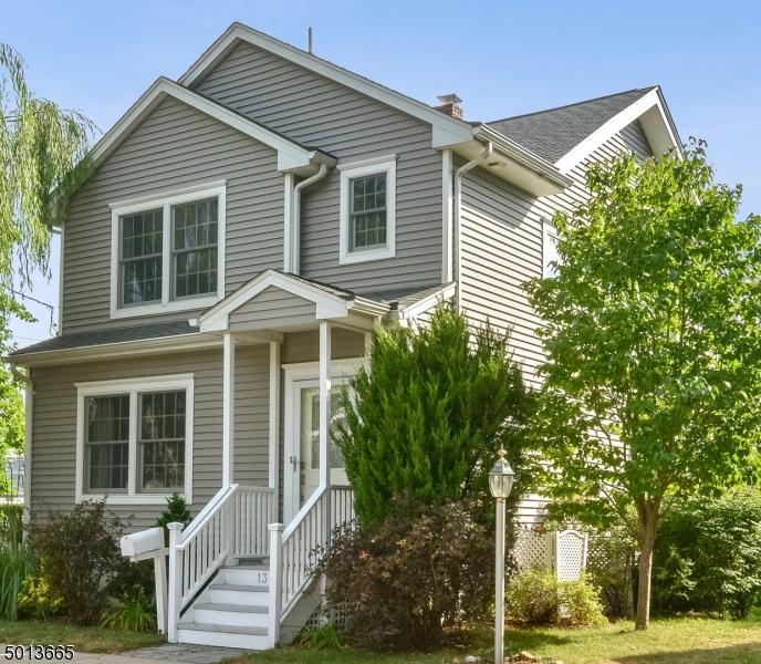 Single Family Homes vì Bán tại Fair Lawn, New Jersey 07410 Hoa Kỳ