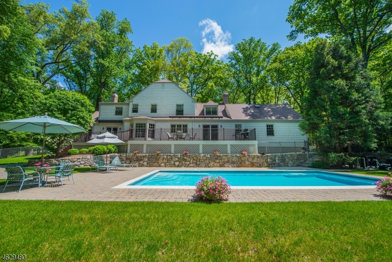 Single Family Home for Sale at 22 Oak Knoll Road Mendham, New Jersey 07945 United States