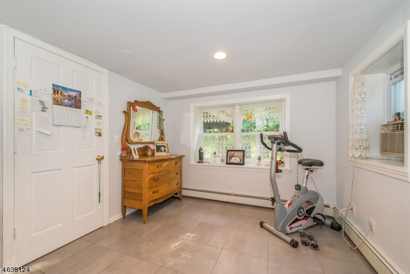 Additional photo for property listing at 32 Partridge Hl  Saddle River, New Jersey 07458 États-Unis
