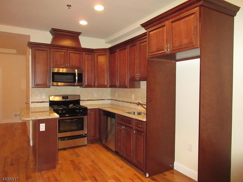 Многосемейный дом для того Продажа на 50 Florida Street Elizabeth, Нью-Джерси 07206 Соединенные Штаты