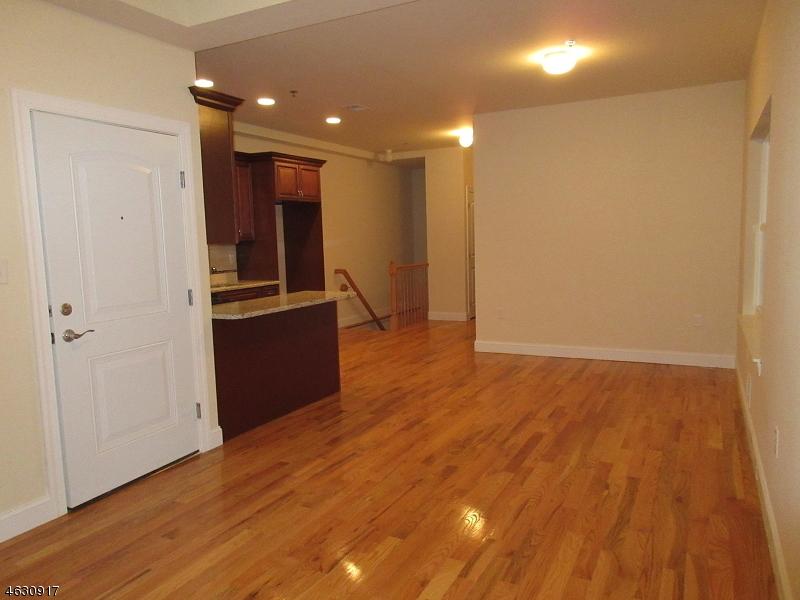 Additional photo for property listing at 50 Florida Street  Elizabeth, Нью-Джерси 07206 Соединенные Штаты