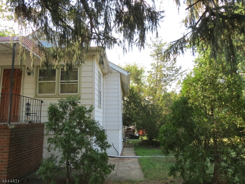 Additional photo for property listing at 354 Cliffwood Avenue  Cliffwood, Nueva Jersey 07721 Estados Unidos